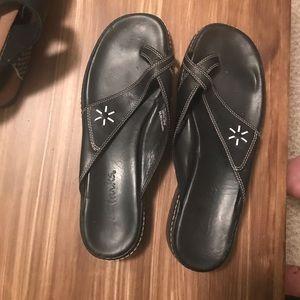 Clark's Black white flower size 10 Leather sandals